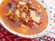 Рецепта Бистра чорба (супа) с леща, картофи, маслини, чесън и домати без запръжка